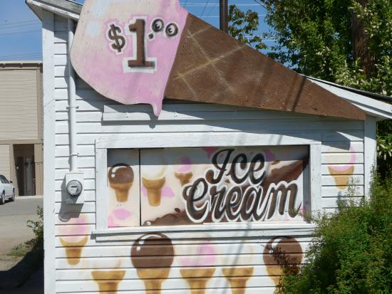 Brown Derby Cafe: Cheapest ice cream cone anywhere