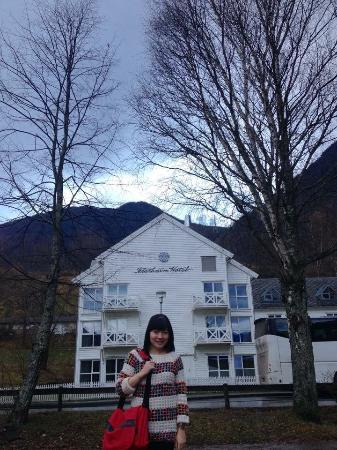 Fountain Court Apartments - Morrison: Flam-Norway