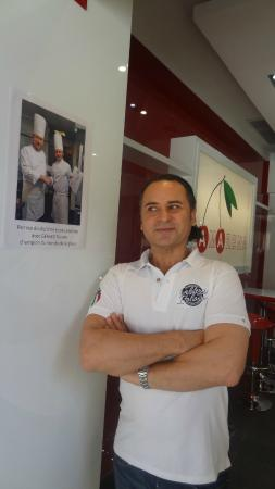 Gelateria Amarena : Owner/operator with his mentor's picture