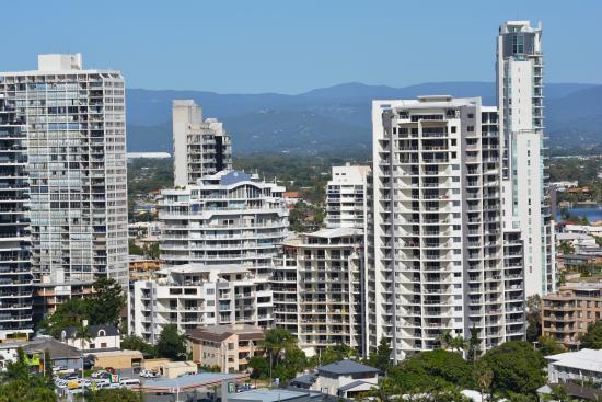 Hi Surf Beachfront Resort Apartments: more views