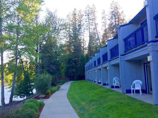 Edgewater Inn: river front