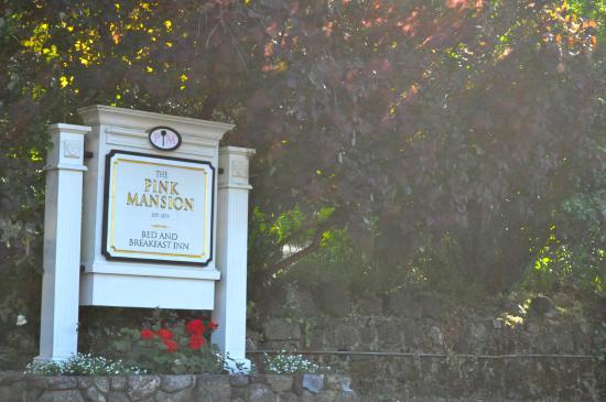 The Pink Mansion : Entrance
