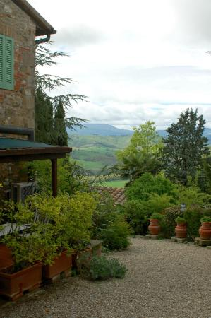 Il Colombaio di Mariva Benucci: The valley with our porch on the left