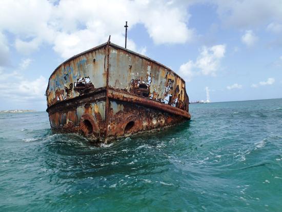 bahía de Simpson, St. Maarten: wreck we passed by