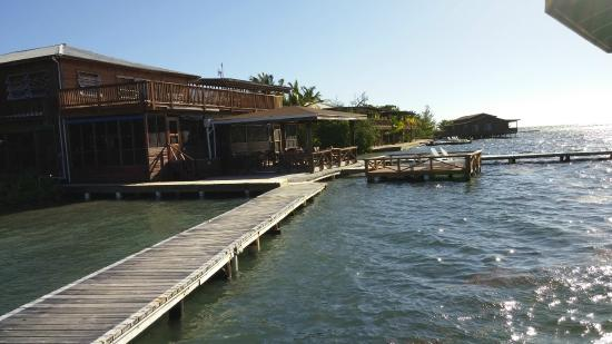CoCo View Resort: walkway to clubhouse