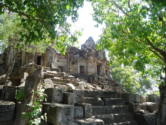 Ek Phnom: 20 metres from the temple - very interesting piece of architecture