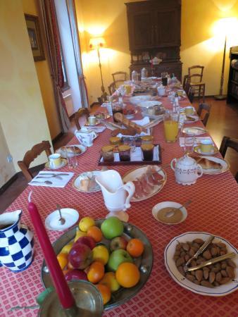 Cascastel-des-Corbieres, Frankrike: Petit déjeuner