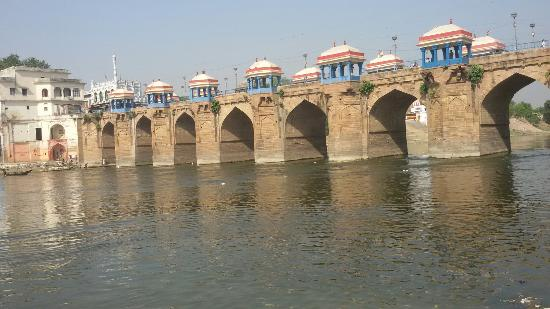 This is shai bridge of jaunpur . Mostly viewing place of jaunpur........