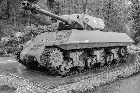 Musee de la Batailee Des Ardennes : Carro nei pressi di La Roche en Ardenne