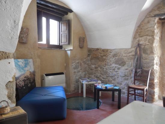 Case Al Borgo Prices Amp Villa Reviews Agira Italy
