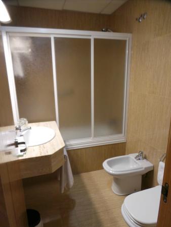 Hotel Santiago & SPA: Salle de bains