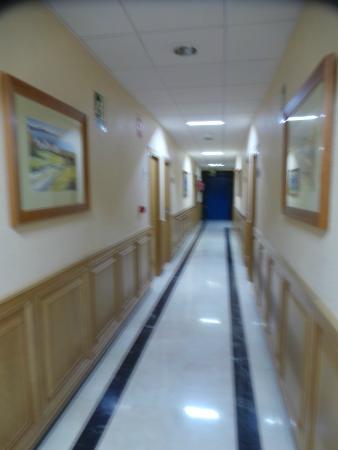 Hotel Santiago & SPA: Le couloir menant aux chambres