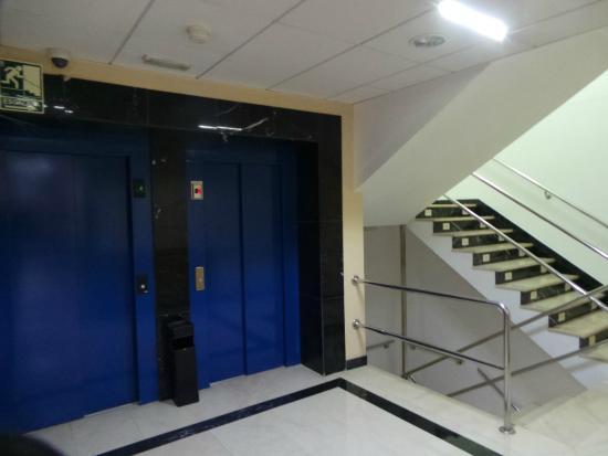 Hotel Santiago & SPA: Vue des ascenceurs