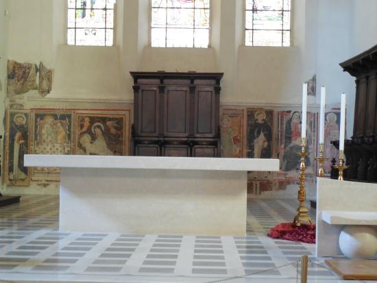 Сполето, Италия: Chiesa di S. Domenico - altare - foto 2