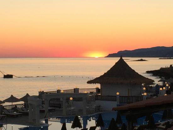 Alexander Beach Hotel: vue mer du balcon de la chambre (225)