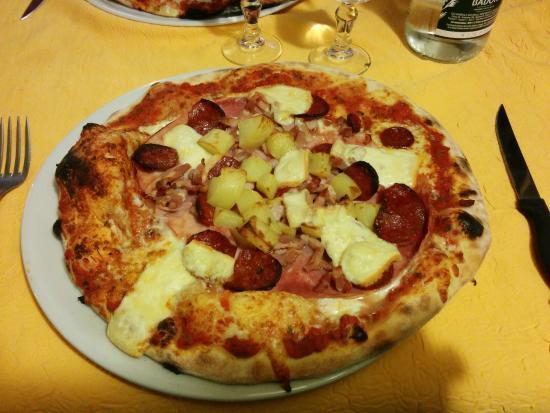 Chaufour-les-Bonnieres, France : Pizzarelli's Pizza