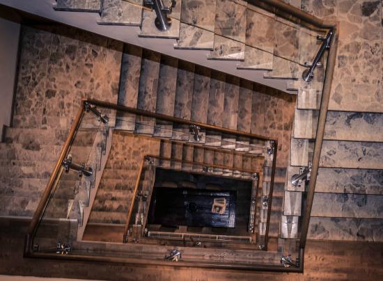 Boutique Hotel Lumiere: Trappenhal