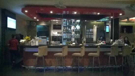 Deepavali Indian Restaurant - Bangtao Place: Bar Area