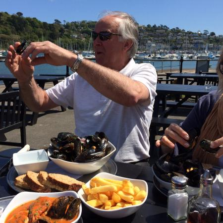 The Floating Bridge Inn: Huge tasty mussels