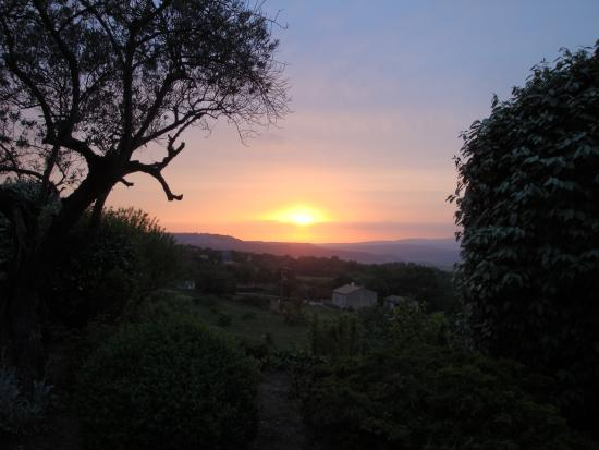 Les Terrasses du Luberon : Sunset from our terrace