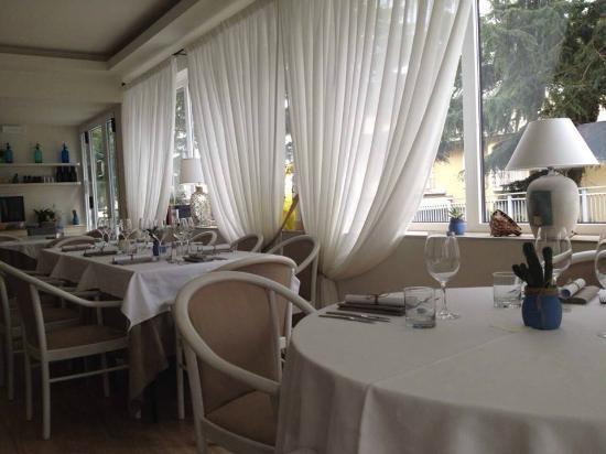 Credenza Per Sala Ristorante : Credenza shabby chic bild von ristorante benita cogoleto