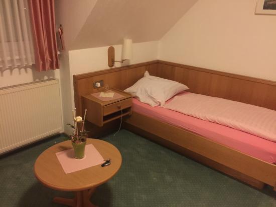 Hotel Zum Maerchenwald: Das Einzelzimmer im Gästehaus hat tatsächlich nur ein Einzelbett.