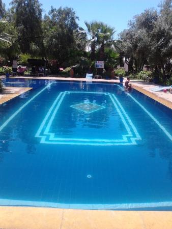 Le Relais de Marrakech : piscine du camping