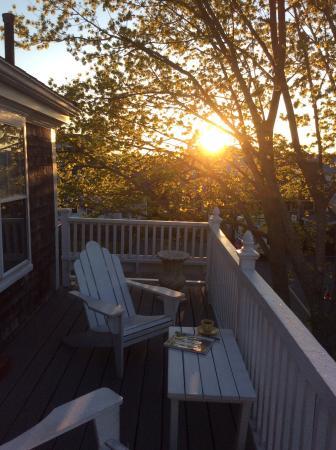 Secret Garden Inn: Coffee and the sunrise