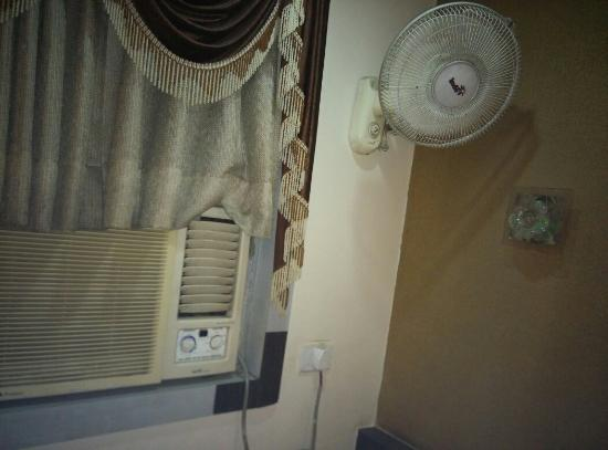 Embassy Hotel : Poorly maintained rooms,  18 inch TV with wrong placement of STB,  noisy AC funny fan,  Torned c