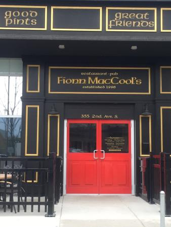‪Fionn MacCool's Irish Pub‬