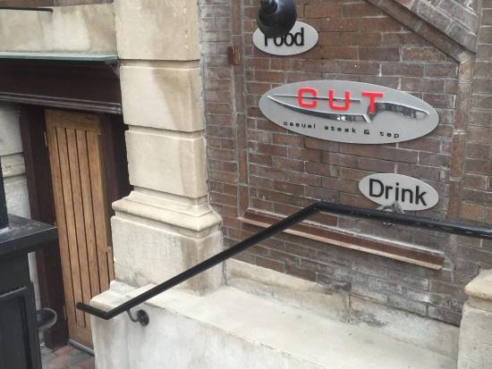 CUT Casual Steak & Tap: Main entrance