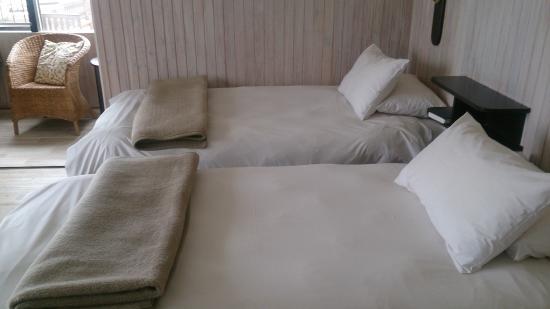 Hotel Pension Rapmund: Кровати в номере