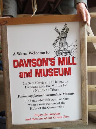 Stelling Minnis, UK : Sign inside the small museum and cafe