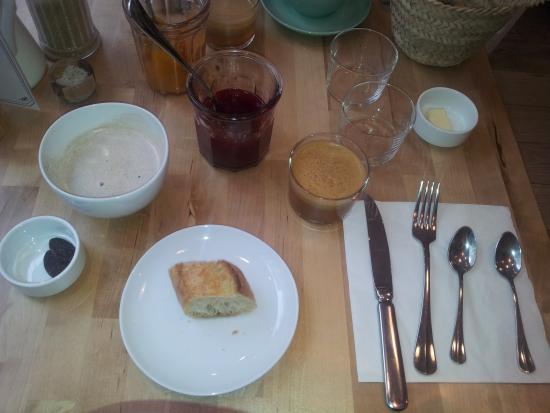 Tartines, chocolat chaud et jus de fruits - Picture of ...  Tartines, choco...