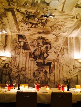 Restaurant Opera: Murals in the dining room.