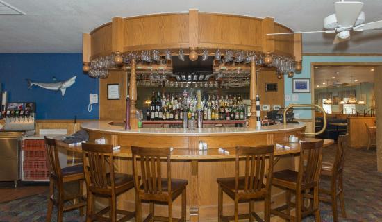 Miller's Seafood & Steak House : Custom Bar