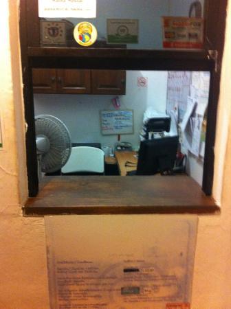 Haina Hostal : Reception area