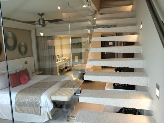Charmant Hideaway At Royalton Riviera Cancun: Stairs To Rooftop