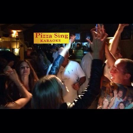 Pizza Sing Karaoke: Ideal para grupo de amigos y celebraciones