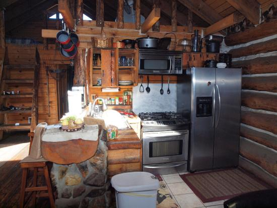 Bison Creek Ranch: Kitchen in morning light