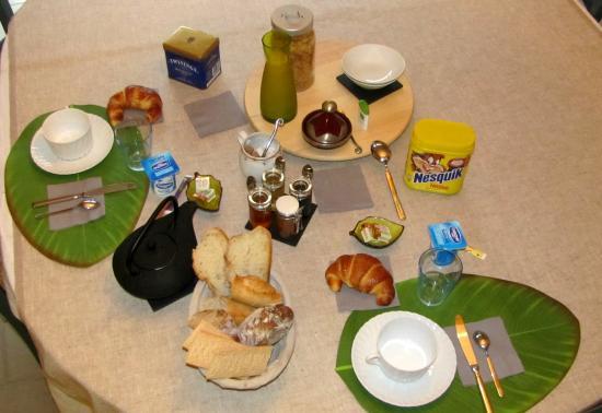 Aste-Beon, France : petit déjeuner