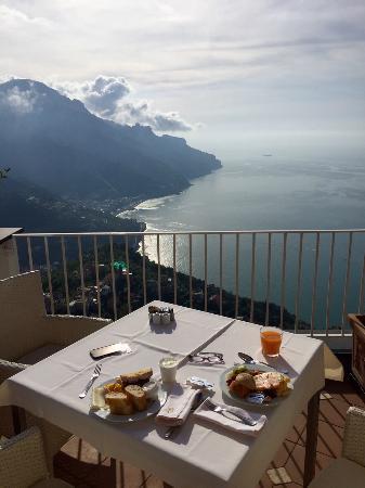 Hotel Villa Fraulo: breakfast from main balcony