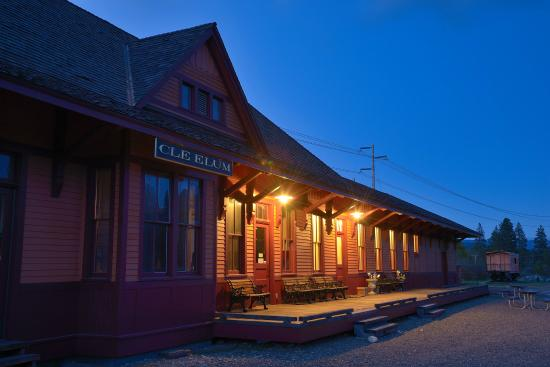 South Cle Elum, WA: Front Of Depot at night