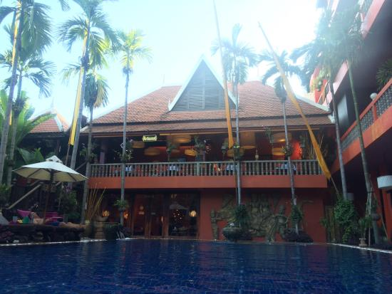 Golden Temple Villa: Pool and restraunt