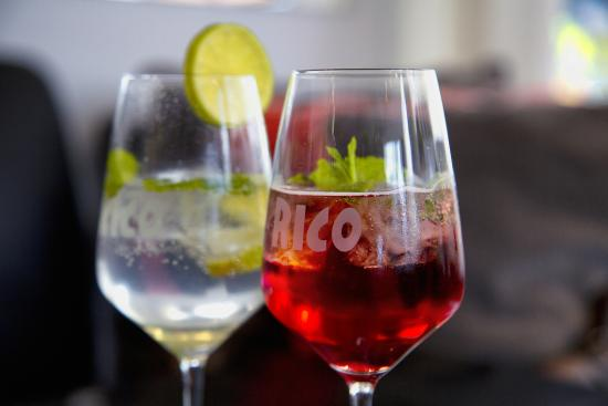 Cafe RICO: Hugo und Campari Tocco Rosso