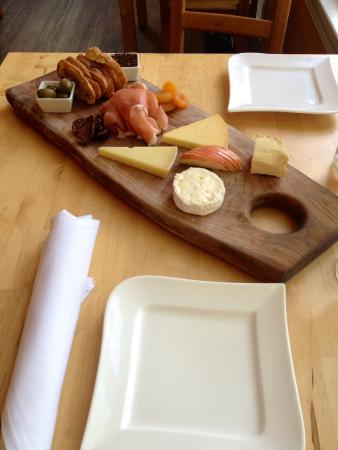 La Fromagerie Cheese & Wine Bistro: Five item cheese board