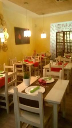 vista de mesas del comedor Restaurante - Picture of Meli Melo ...