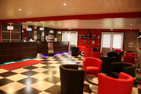 Comfort Hotel Bretigny sur Orge : The bar / reception area