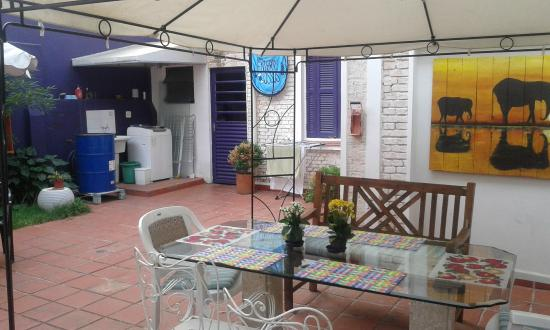 Purple House Hostel: Vista externa