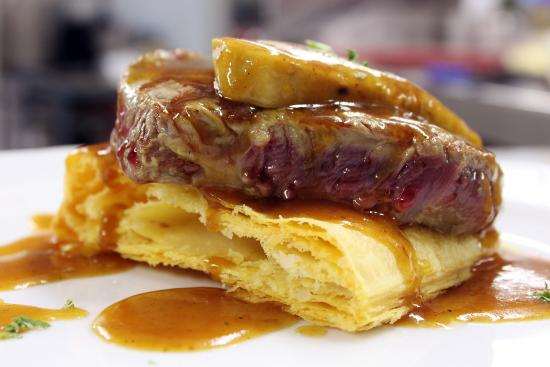 Restaurante Villa de Santillana : Solomillo al foie sobre hojaldre